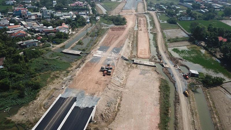 Một đoạn đường Cao tốc Bến Lức - Long Thành thi công qua địa phận huyện Bình Chánh, Tp.HCM